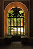 Wielki okno otwarty ogród przy Casa De Pilatos Pałac w Seville, Hiszpania Obrazy Stock