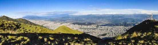 Wielki panoramiczny widok Quito miasto, Ekwador Zdjęcie Royalty Free