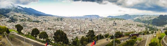 Wielki panoramiczny widok Quito miasto, Ekwador Zdjęcie Stock
