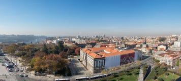 Wielki panoramiczny widok z lotu ptaka na czerwonych dachach Porto miasto Portugalia obraz stock