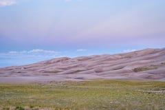 Wielki piasek diun park narodowy przy świtem Zdjęcie Stock