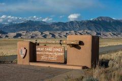 Wielki piasek diun parka narodowego wejścia znak Obrazy Stock