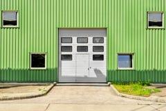 Wielki przemysłowy drzwi na magazynie zdjęcie royalty free