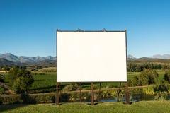 Wielki pusty billboard w ładnej scenerii Fotografia Royalty Free