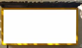 Wielki Pusty Plenerowy reklama sztandaru znak Na Pięknego słonecznego dnia Białego pokazu szablonu ścinku ścieżki Bezpłatnej prze zdjęcia royalty free