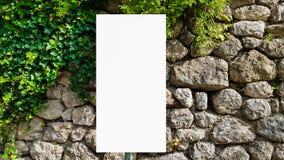 Wielki Pusty Plenerowy reklama sztandaru znak Na Pięknego słonecznego dnia Białego pokazu szablonu ścinku ścieżki Bezpłatnej prze obrazy stock