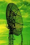 Wielki radar na dramatycznym niebie Zdjęcia Royalty Free