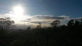 Wielki słońce i chmury fotografia stock
