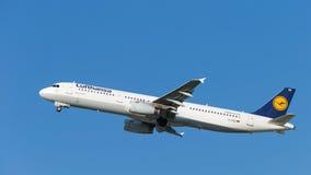 Wielki samolot Aerobus A321-231 Lufthansa Zdjęcie Royalty Free