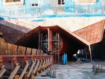 Wielki sejsmiczny, ładunek statek w doku na schronieniu dla lub, Przemysłowa nautyczna naczynie łódź w dockyard zdjęcie royalty free