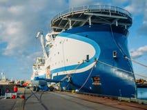 Wielki sejsmiczny ankiety naczynia statek w porcie przy molem, eksploracji morze dla nafcianego górniczego na morzu transportu zdjęcia royalty free