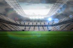 Wielki stadion futbolowy z światłami Zdjęcia Royalty Free