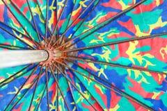 Wielki stary parasol z drutem, drewniana rękojeść Fotografia Royalty Free
