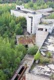 Wielki stary zawalony betonowy budynek zdjęcie royalty free