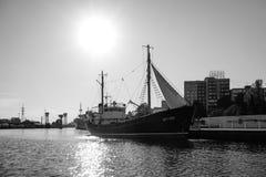 Wielki statek w muzeum Światowy ocean, stoi na doku na rzecznym Pregolya Zdjęcia Royalty Free