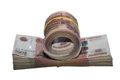 Wielki stos pieniądze rozciągał elastycznym zespołem Zdjęcie Stock