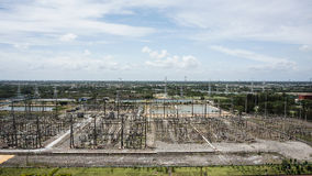 Wielki switchyard w elektrowni i nieba tle Obraz Stock