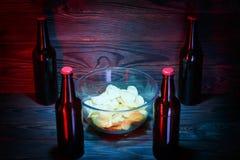Wielki szkło ciemny piwo z pianą fotografia stock