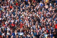 Wielki tłum ludzie przy wydarzeniem