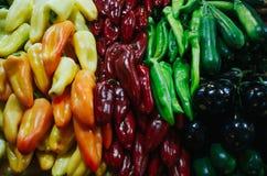 Wielki Targowy Hall - jedzenie rynek w Budapest, Węgry Świezi warzywa i pikantność sprzedający Ładny naturalny pieprzy i papryk w fotografia stock