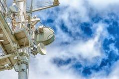 Wielki Teletechniczny wierza na niebieskim niebie fotografia royalty free