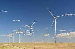 Wielki Wiatrowy gospodarstwo rolne na słonecznym dniu Obrazy Stock