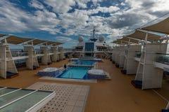 Wielki widok baseny Nad pokład Na osobistość rejsie zdjęcia royalty free