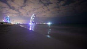 Wielki widok na sławnym hotelu 4k czasu upływie Dubai zbiory wideo