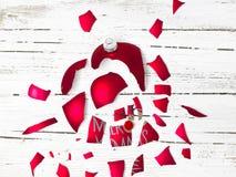 Wielki wybucha czerwony bauble z Rudolph czerwony ostrożnie wprowadzać renifer o obrazy royalty free