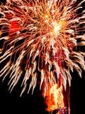 Wielki Złoty wybuch błyska fajerwerki spektakularni Zdjęcie Royalty Free