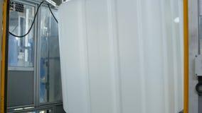 Wielki zbiornik Odtransportowywający konwejerem Spada puszek zbiory