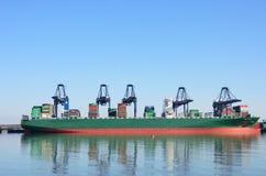 Wielki zbiornika statek w porcie z żurawiami Obraz Royalty Free