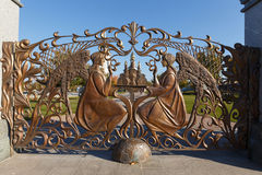 Wielkie dokonanego żelaza bramy świątynny kompleks wioska Buk obraz stock