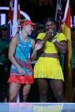 Wielkiego Szlema mistrz Angelique Kerber Niemcy L i australianu open 2016 finalista Serena Williams podczas trofeum prezentaci zdjęcia royalty free