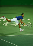 Wielkiego Szlema mistrz Novak Djokovic Serbia w akci podczas mężczyzna ` s przerzedże pierwszy round dopasowanie Rio 2016 olimpia Zdjęcie Royalty Free