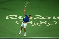 Wielkiego Szlema mistrz Novak Djokovic Serbia w akci podczas mężczyzna ` s przerzedże pierwszy round dopasowanie Rio 2016 olimpia Fotografia Stock