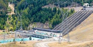 Wodni władza generatoru przekazu linii pilony zdjęcia stock
