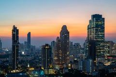 Wielkomiejskiego Bangkok miasta w centrum pejzażu miejskiego linia horyzontu miastowy wierza Tajlandia obrazy royalty free