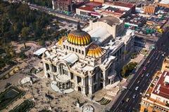 Wielkomiejskiego katedry i prezydenta ` s pałac w Zocalo, Meksyk zdjęcia stock