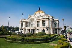 Wielkomiejskiego katedry i prezydenta ` s pałac w Zocalo, Meksyk obraz royalty free