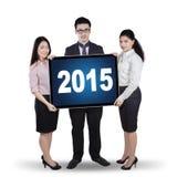 Wielo- etniczni przedsiębiorcy z liczbami 2015 Fotografia Royalty Free