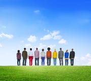 Wielo- grupy etnicza tworzenia pracy zespołowej Świeży Zielony pojęcie obraz stock