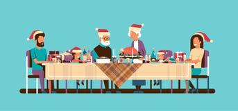 Wielo- pokolenia nowego roku wesoło bożych narodzeń rodzinni świętuje wakacyjni ludzie siedzi przy stołowym tradycyjnym obiadowym ilustracja wektor