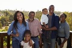 Wielo- pokolenia Rodzinna pozycja Na Plenerowym obserwacja pokładzie Fotografia Royalty Free