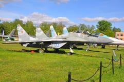 Wielocelowy wojownik MiG - 29 przy siły powietrzne muzeum w Monino robi Moscow regionu Russia znaka myśli co ty Obraz Stock