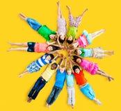 Wieloetniczni dzieci Uśmiecha się szczęście przyjaźni pojęcie Obrazy Royalty Free