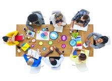 Wieloetniczni projektanci Brainstorming Zdjęcia Stock