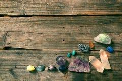 Wielokrotność semi cenni gemstones na pokładzie Obraz Stock