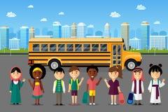 Wielonarodowi dzieciaki iść szkoła royalty ilustracja