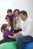 Wielorasowy rodzinny mieć zabawę Fotografia Royalty Free